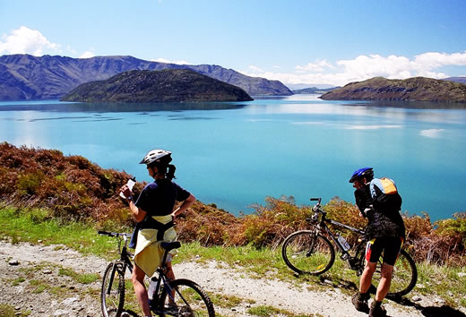 Couple bike ride lake Wanaka